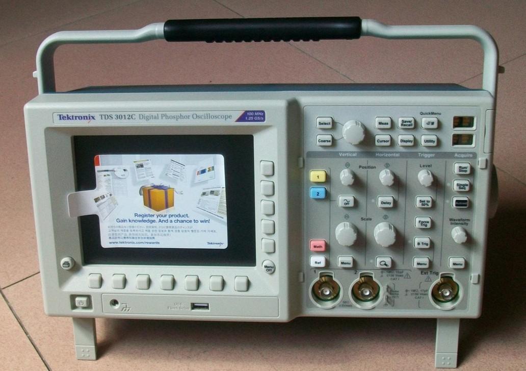 """回收泰克TDS3012C示波器 特点与优点  500 MHz 、300 MHz 、100 MHz三种带宽  取样速率高达 5 GS/s  2 或 4 条通道  全 VGA 彩色 LCD 显示  25 种自动测量功能  9 位垂直分辨率  多语言用户界面  使操作更简易""""快捷菜单""""图形用户界面  内置以太网端口  e*Scope TM 网上遥控功能  WaveAlert TM自动波形异常检测能力  应用模块 -详细设计分析所需的高级分析功能 -电信模板测试 -FFT -用于测试和排"""